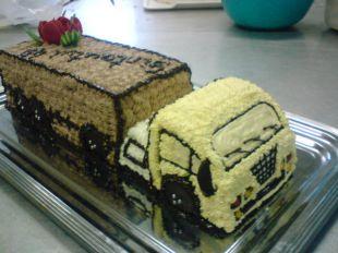 Kreminis torto papuošimas sunkvežimis