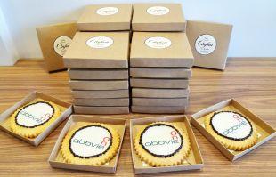 sausainiai su imonės logotipu