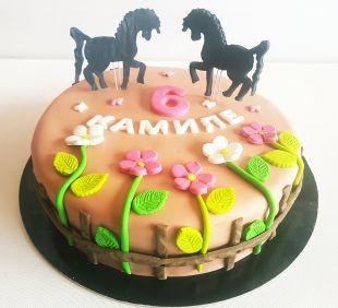 tortas arkliukai
