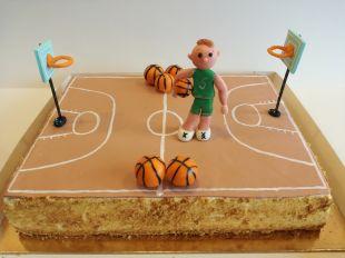 tortas berniukui krepšinio aikštė
