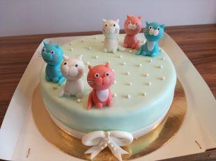 tortas su kaciukais